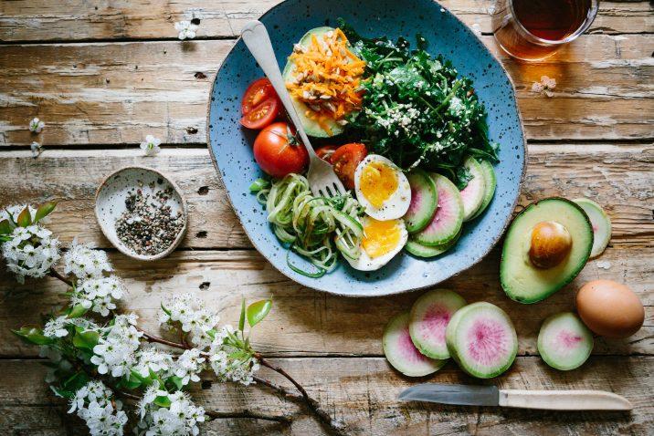 gezond voedsel op een bord